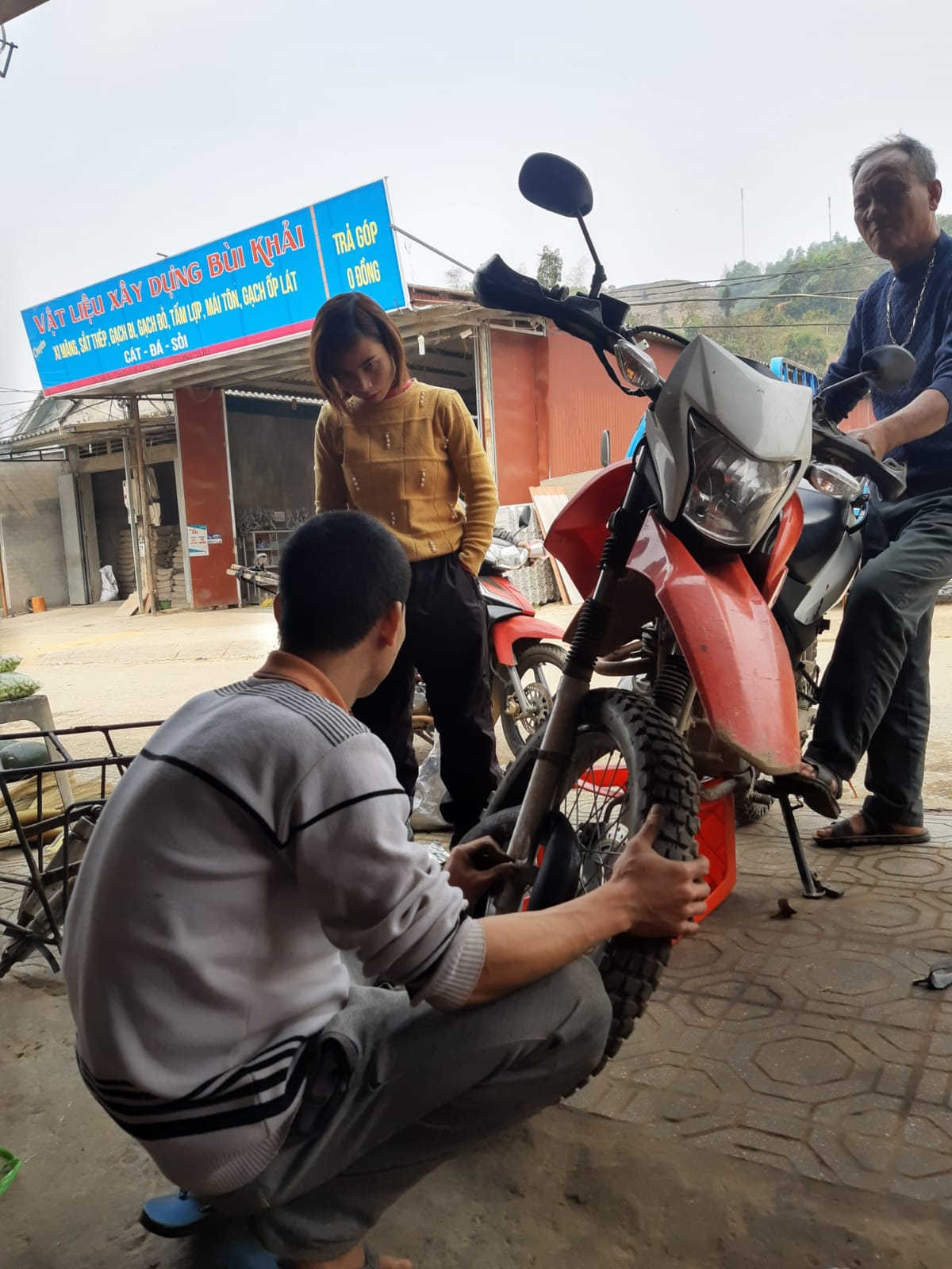 fix motorbike in Vietnam
